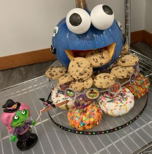 Cookie Monster Pumpkin carving and eating cookies